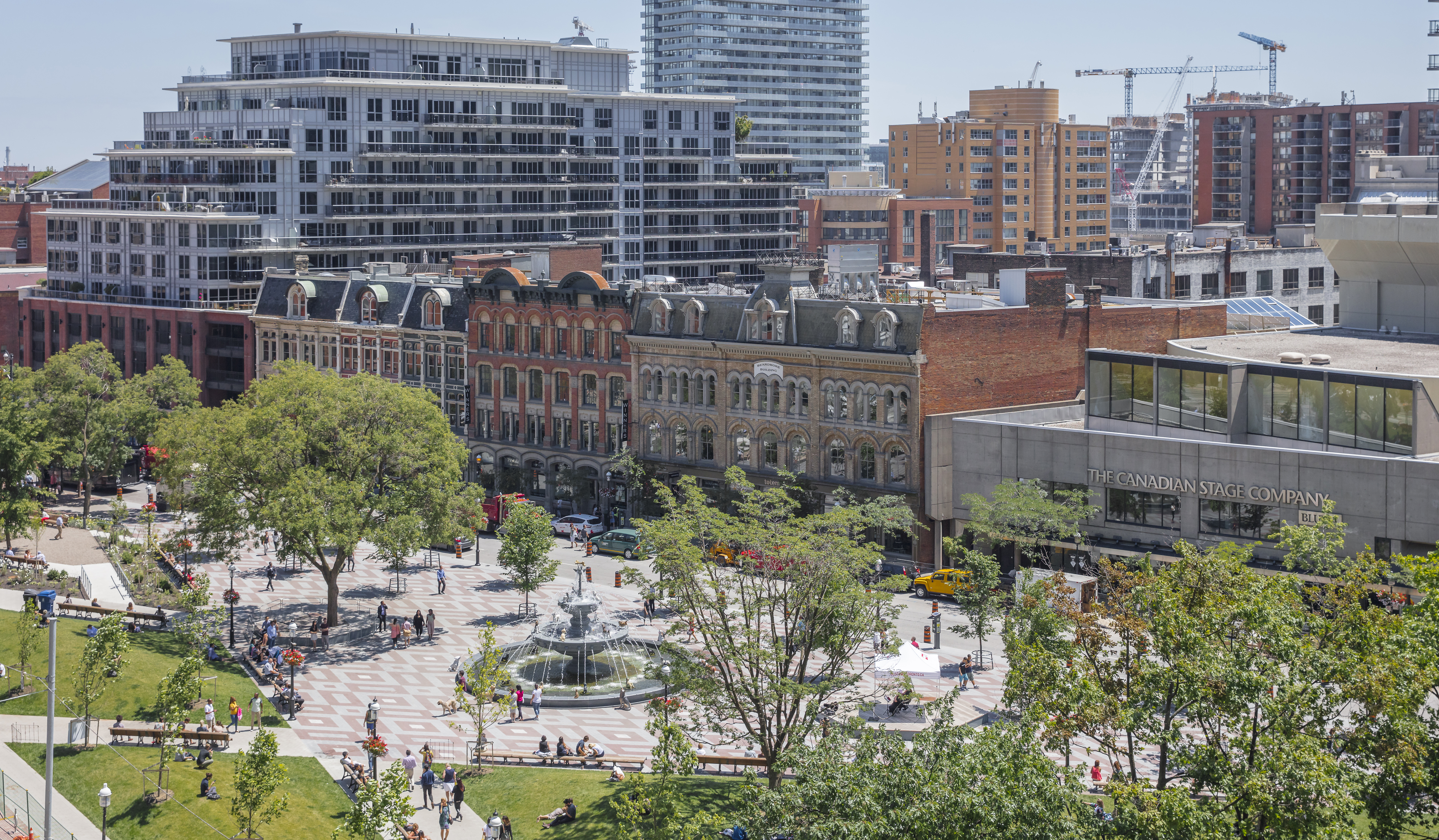 Berczy Park includes one of the most fountains in Toronto, a perfect place to walk around, take a date, take your kids and spend a good few hours (if weather permits).