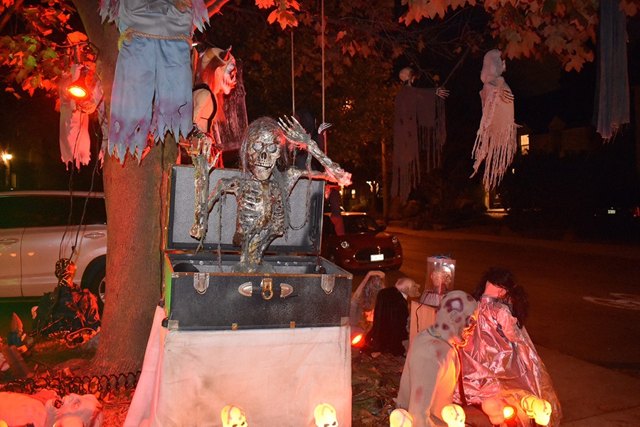 Halloween there ghouls the neighbourhood - Halloween decorations toronto ...