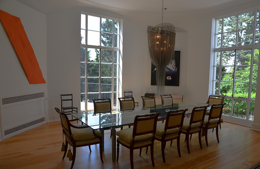 The dining room was kept quite like it was when it was owned by Harris. The only difference is a touch of modernity.
